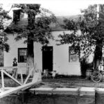 Photographer E.B. Thompson captured this image of Lockhouse 22 in 1910 as he travelled up the canal. Credit: E.B. Thompson