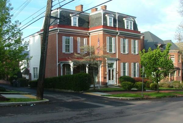 Gordon-Roberts-History-House-Tina-Yoder
