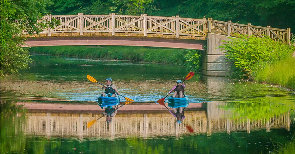 kayak-playground-plain
