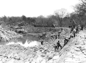 repairing-berm_1940-04-26-below-lk15