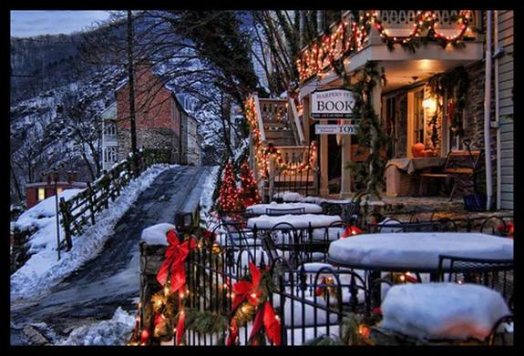 Olde Tyme Christmas in Harpers Ferry provided by https://www.thehistorylist.com/